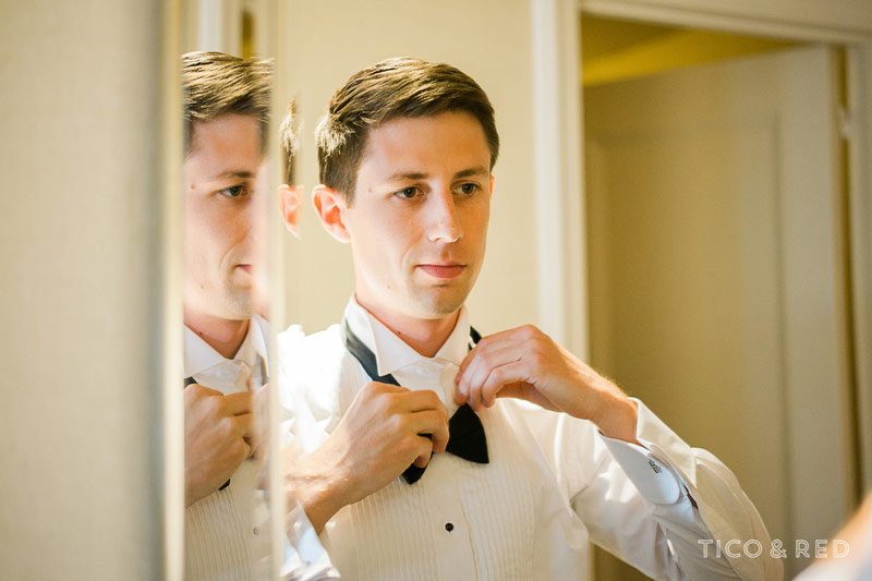 How the groom ties a bowtie
